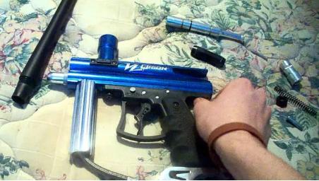 Clean a paintball gun
